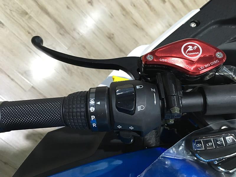 Электрический мотоцикл Electrowin EM-120. ЭлементЫ управления на руле