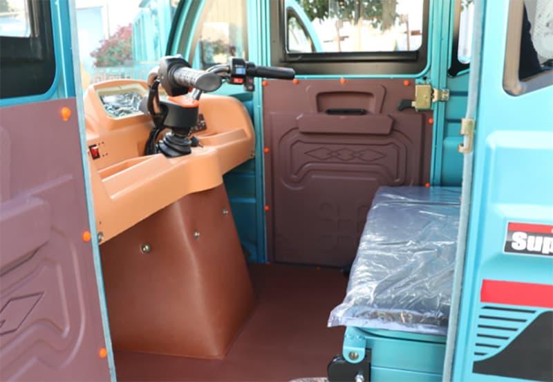 Грузовой электротрицикл с кабиной Electrowin Cargo X3