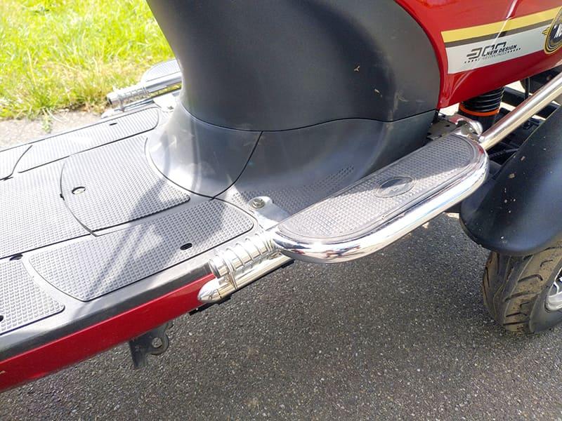 Подставка для ног водителя четырехколесного электроскутера Electrowin ES-135