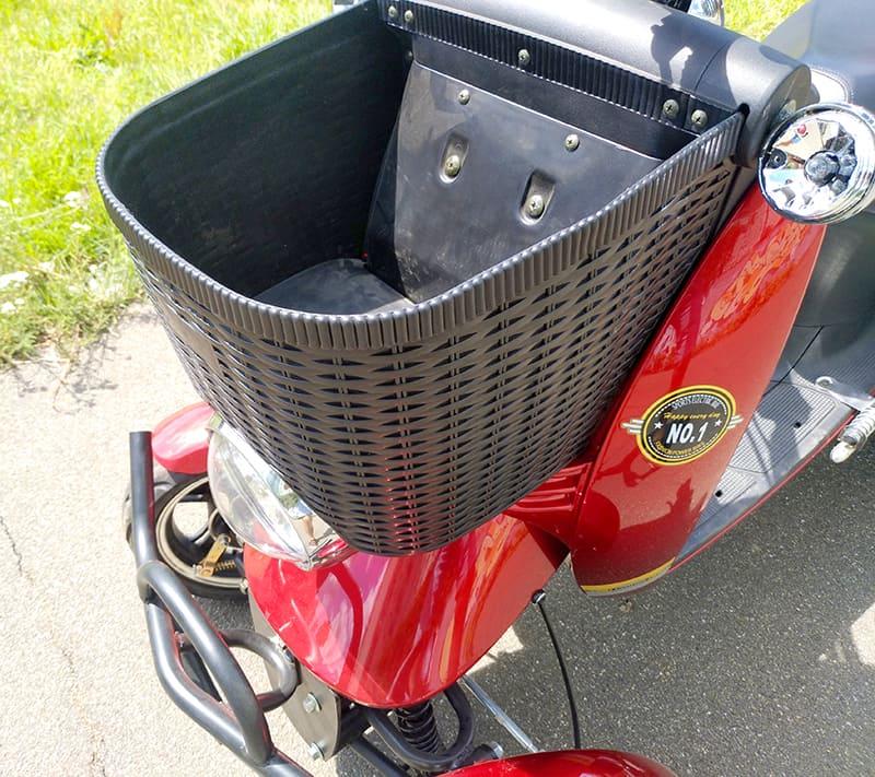 Передний открытый багажник красного электроквадроцикла Electrowin ES-135