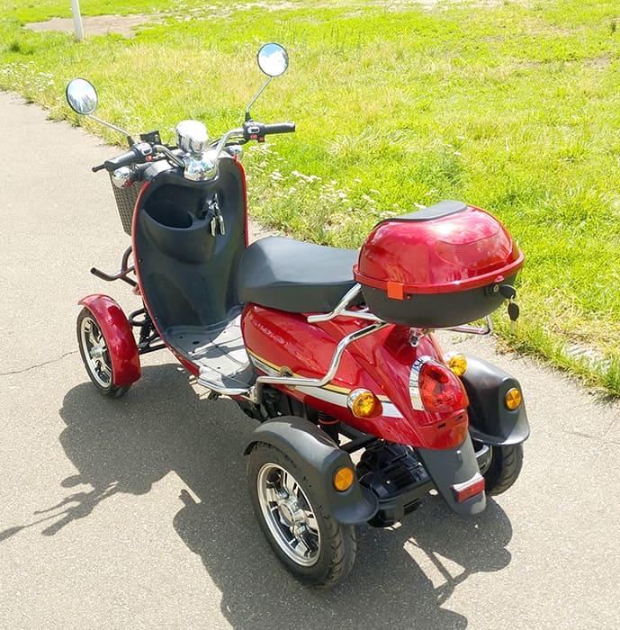 Электроквадроцикл Electrowin ES-135, красный. Вид сзади слева