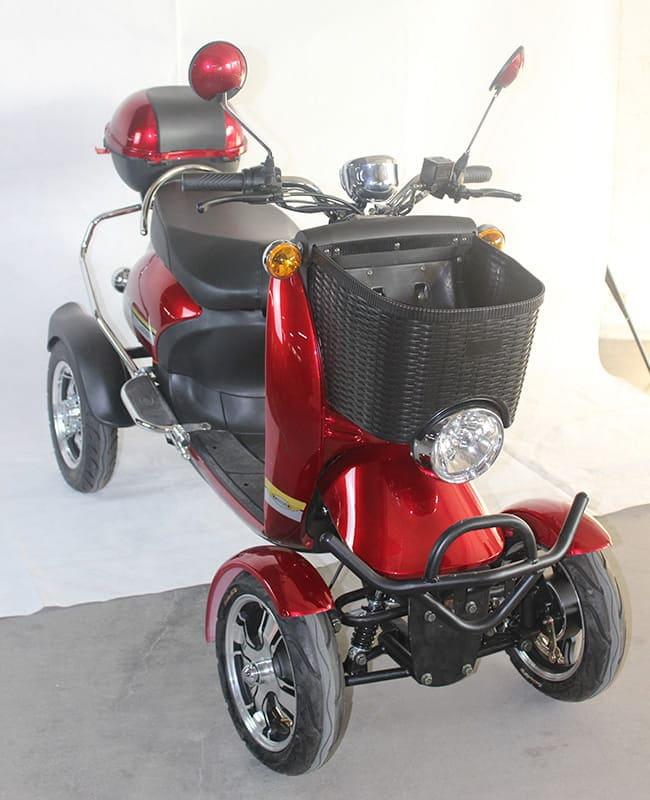 Электрический квадроцикл Electrowin ES-135, красный. Правый полуанфас сверху