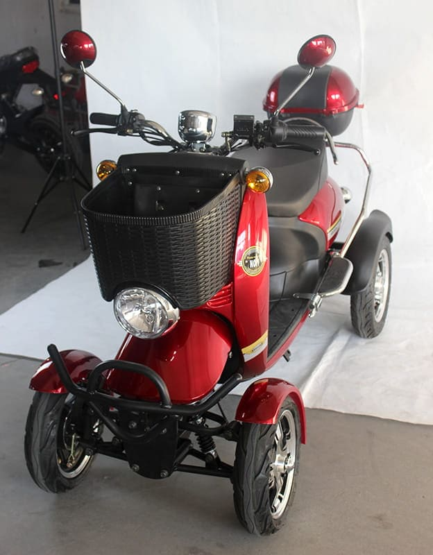 Электрический квадроцикл Electrowin ES-135, красный. Левый полуанфас сверху
