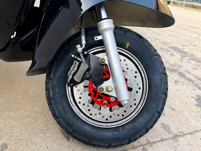 Переднее колесо с тормозом ретро-электроскутера Electrowin EM-2166