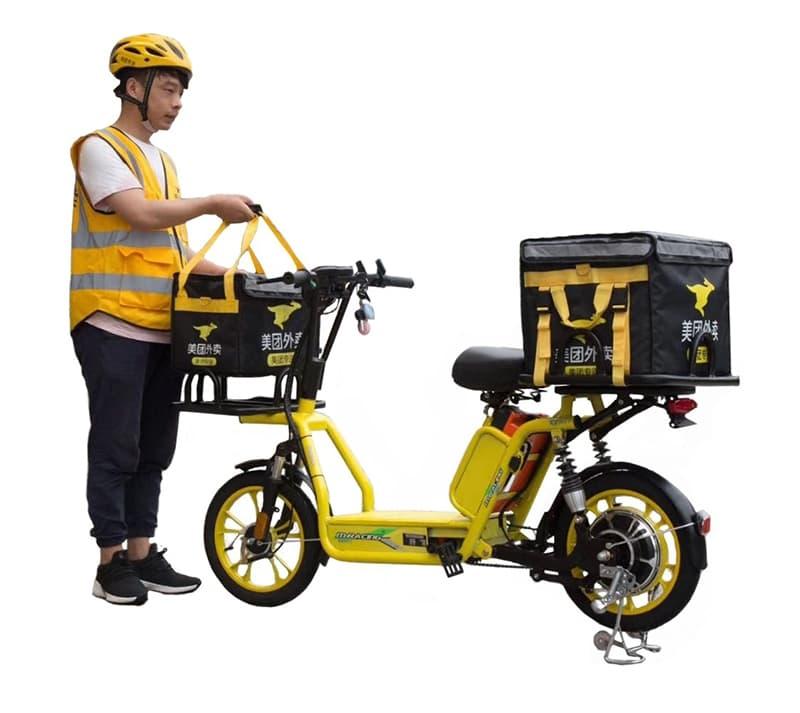 Электроскутер для доставки Electrowin Delivery, желтый. В процессе эксплуатации