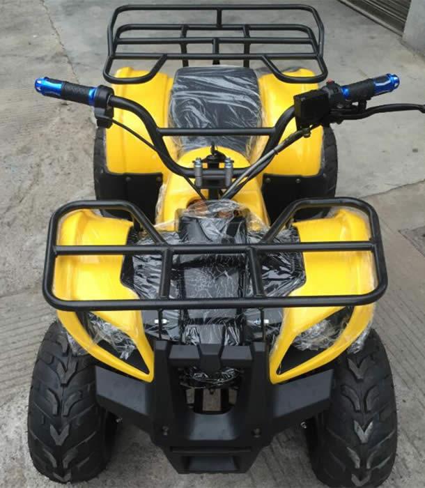 Электроквадроцикл Electrowin EAT-122 желтый. Вид спереди сверху