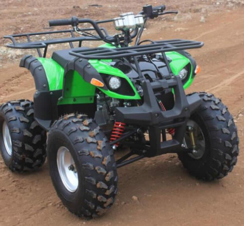 Электроквадроцикл Electrowin EAT-122 зеленый. Вид спереди справа