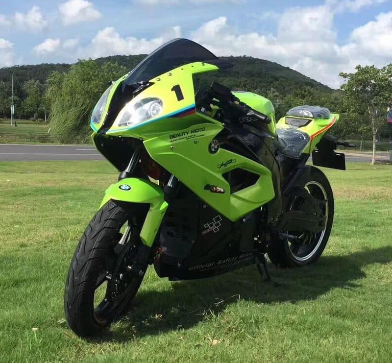 Электромотоцикл Electrowin EM-BM, зеленый. ВИд спереди слева