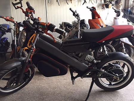 Электромотоцикл Electrowin EBM-126, складной, черный. Фото 2