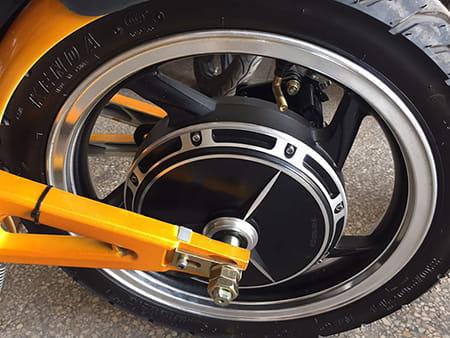 Электромотоцикл Electrowin EBM-126, складной, желтый. Фото 8