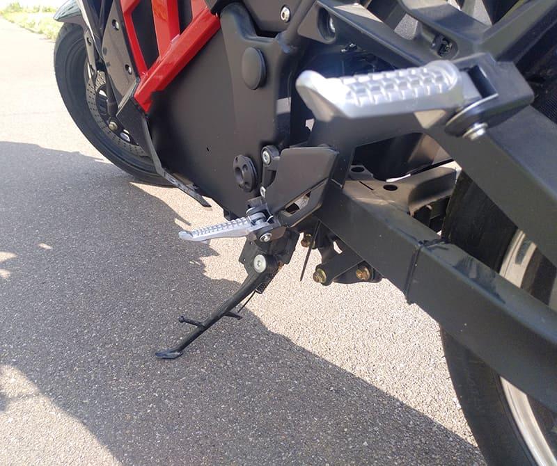 Боковая подножка и упор для ноги электрического мотоцикла Electrowin EM-130