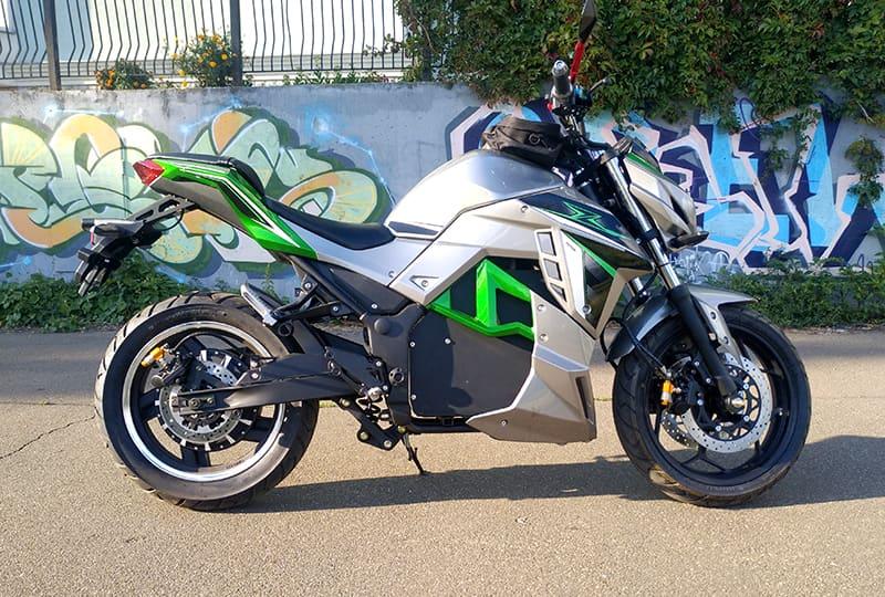 Купить электрический мотоцикл EM-130, серебристо-зеленый, вид справа