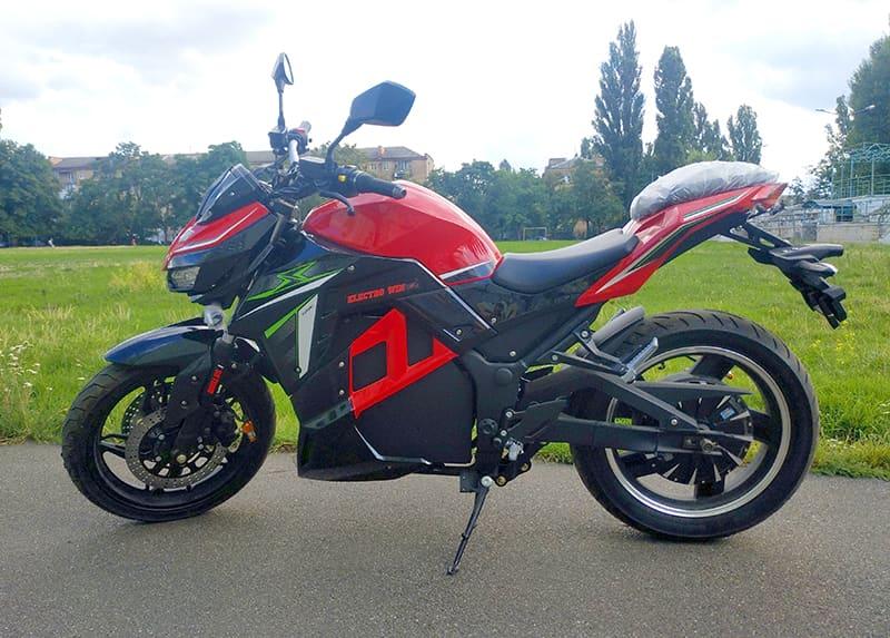 Электрический мотоцикл Electrowin EM-130, красно-черный, вид слева