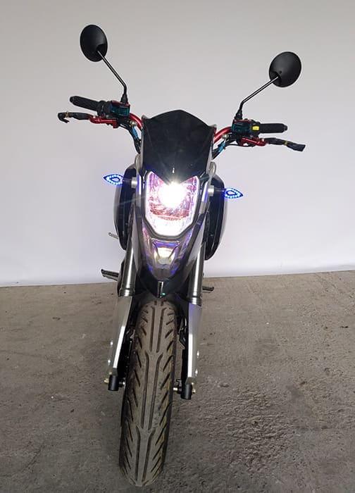 Электромотоцикл Electrowin EM-126 черный с включенными фарами