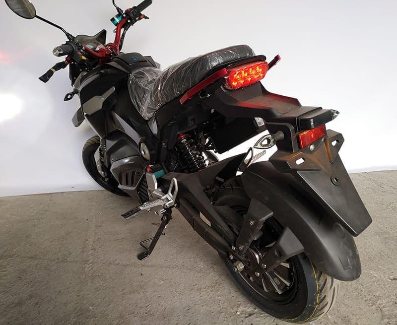 Электромотоцикл Electrowin EM-126 черный, вид сзади слева