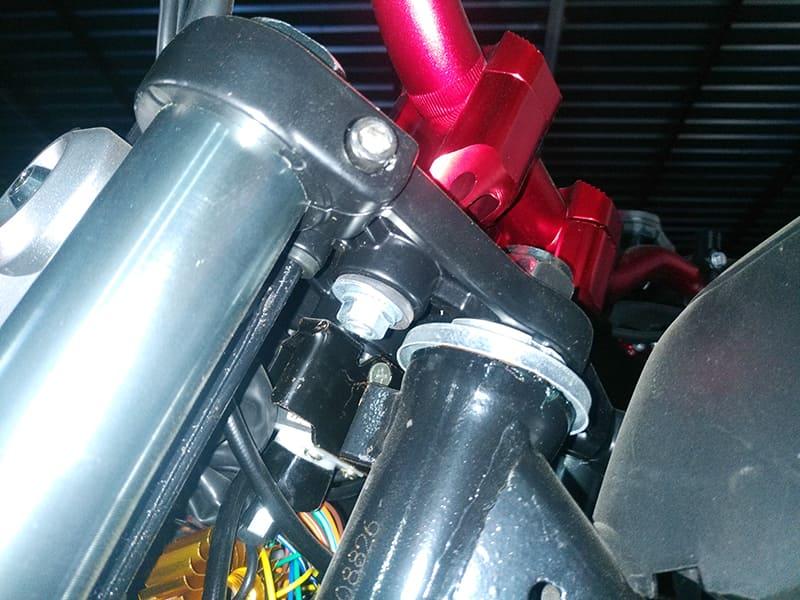 Амортизаторы электромотоцикла Electrowin EM-126 сблизка