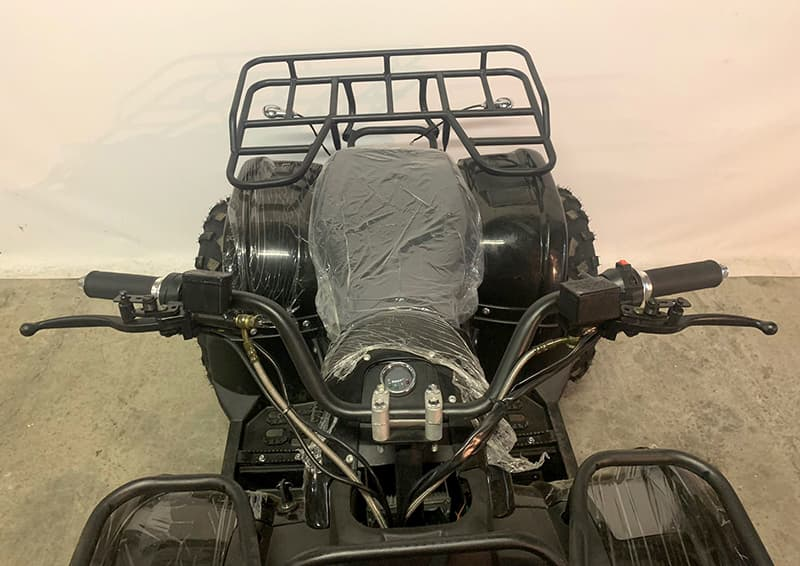 Сидение и задний багажник электро квадроцикла Electrowin EAT-122, вид спереди сверху