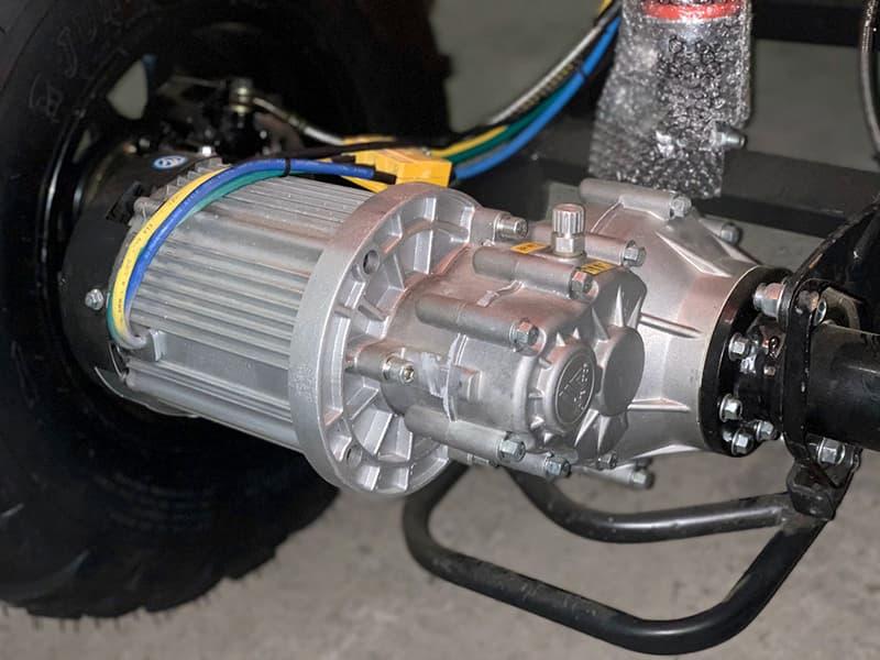 Электрический двигатель электроквадроцикла Electrowin EAT-122 крупным планом