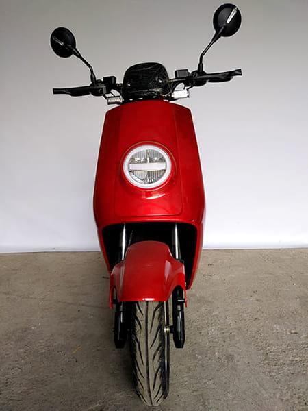 Электроскутер Electrowin ECW-B2 красный, вид спереди