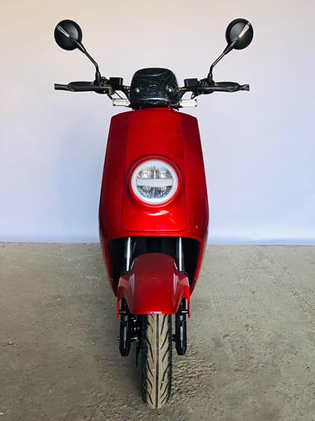 Электромопед Electrowin ECW-B2 красный, фронтальный вид