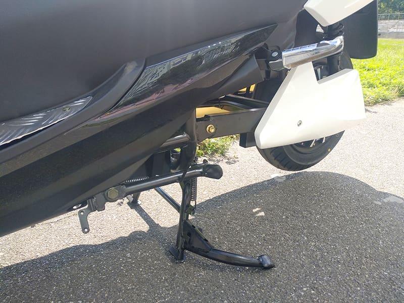 Боковая подножка электрического макси-скутера Electrowin T-3 Maxi, вид спереди