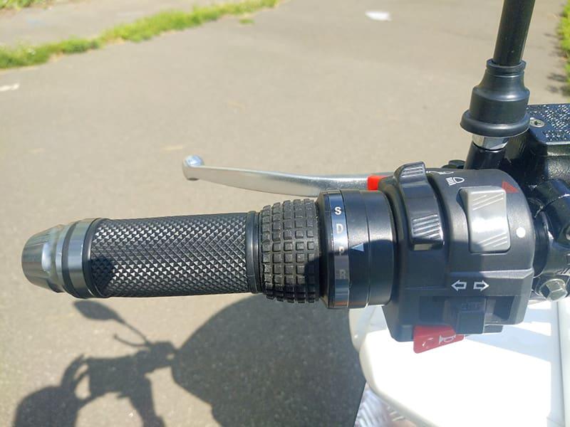 Левая ручка руля электрического макси-скутера Electrowin T-3 Maxi