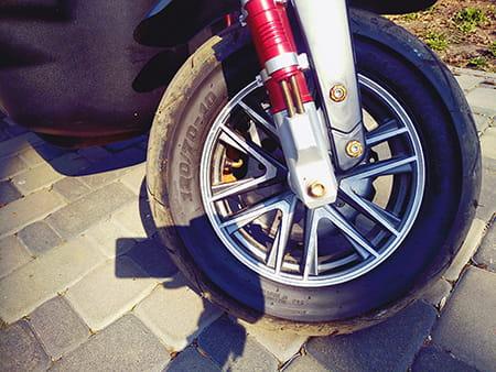 Electrowin ZUMA, переднее колесо, вид справа