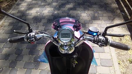 Электроскутер Electrowin EM-2160, розовый. Фото элемента 1