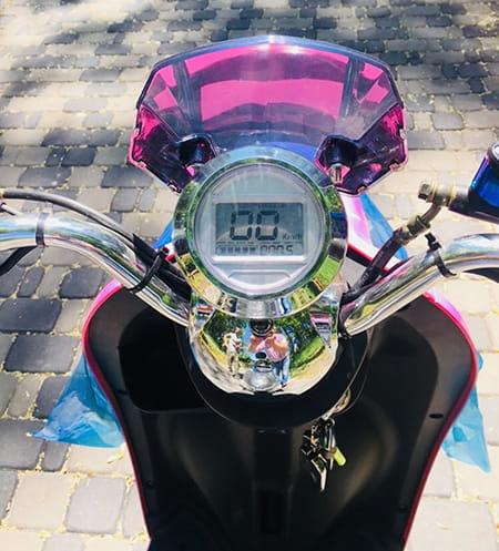 Электроскутер Electrowin EM-2160, розовый. Фото элемента 7