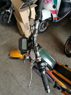 Электромотоцикл Electrowin EBM-126, складной, желтый. Фото 3