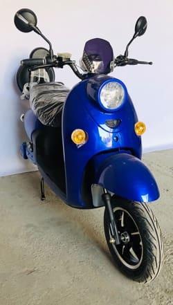 Электроскутер Electrowin EM-2160, синий, вид спереди