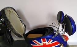 Электроскутер Electrowin EM-2160, цвета британского флага, с открытым багажником крупным планом