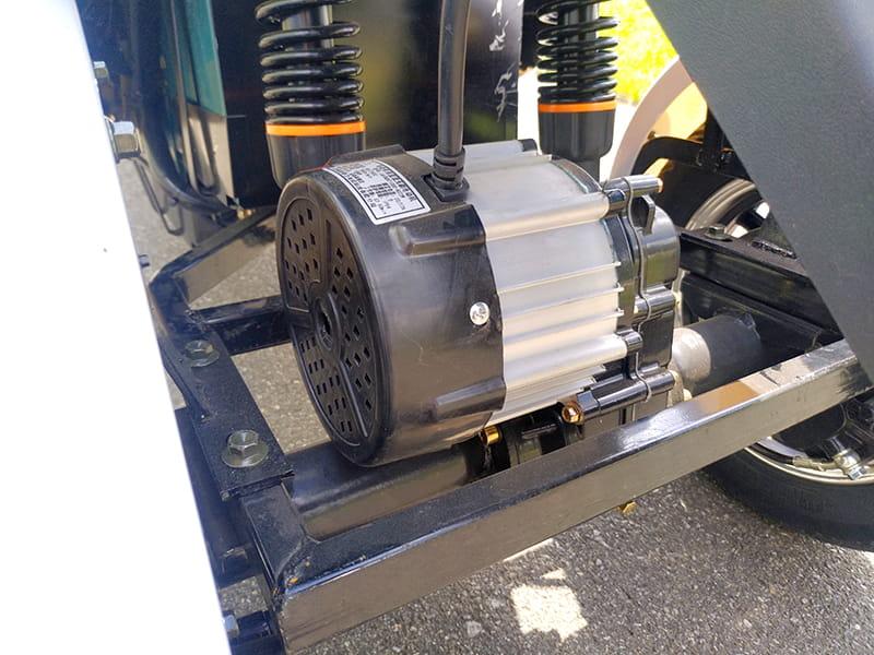 Электродвигатель и задние амортизаторы трехколесного электроскутера Electrowin EM-2100