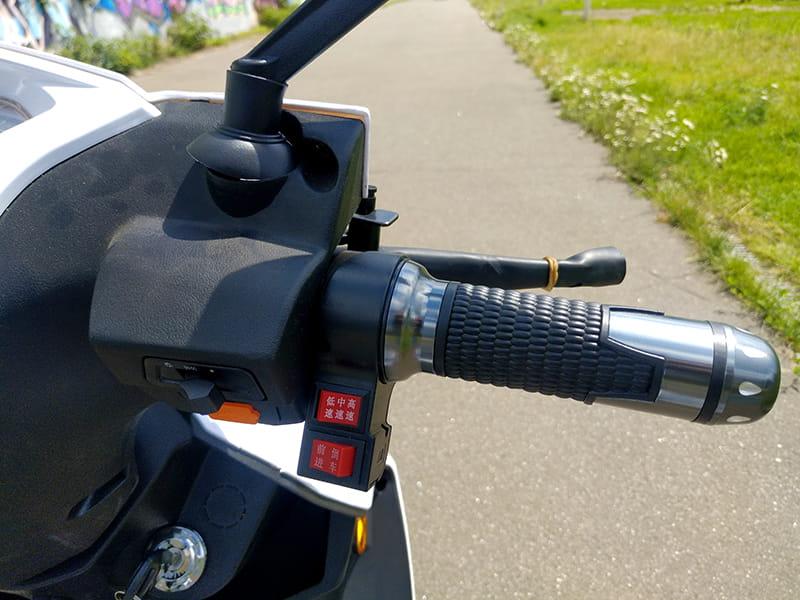 Левая ручка руля с элементами управления электротрицикла Electrowin EM-2100