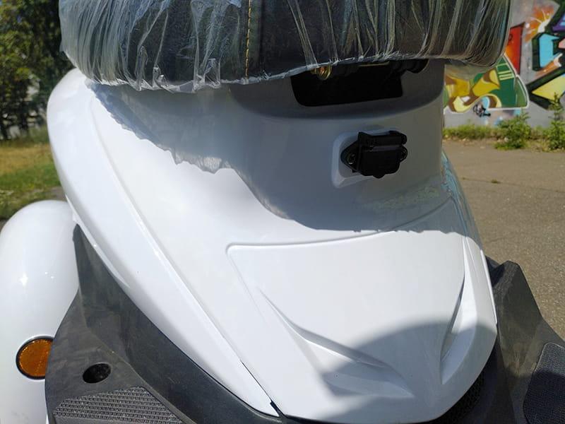 Кузов под сидением электротрицикла Electrowin EM-2100