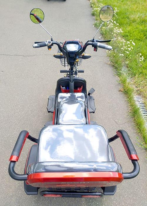 Электрический трицикл Electrowin ETB-122, красно-черный, вид сзади сверху