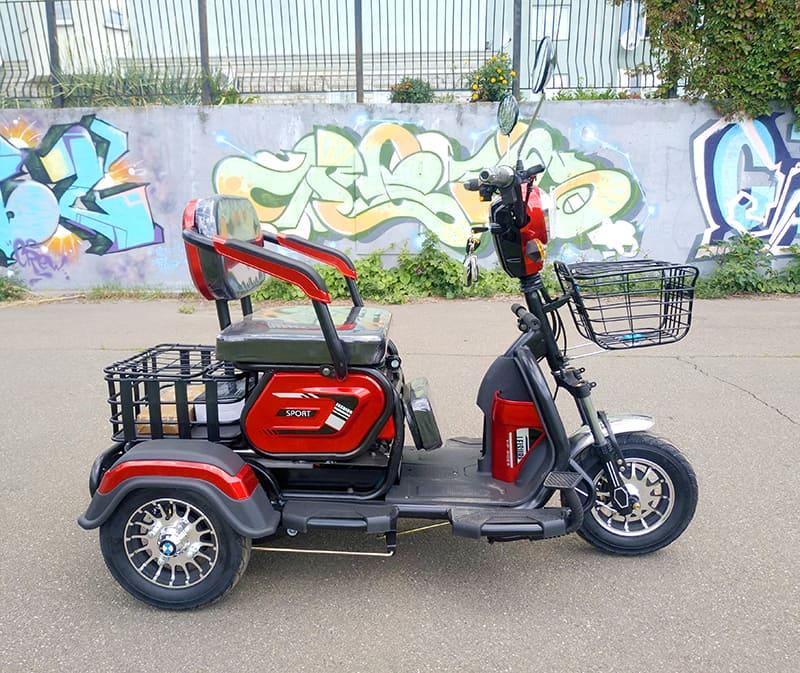 Электрический трицикл Electrowin ETB-122, красно-черный, вид справа