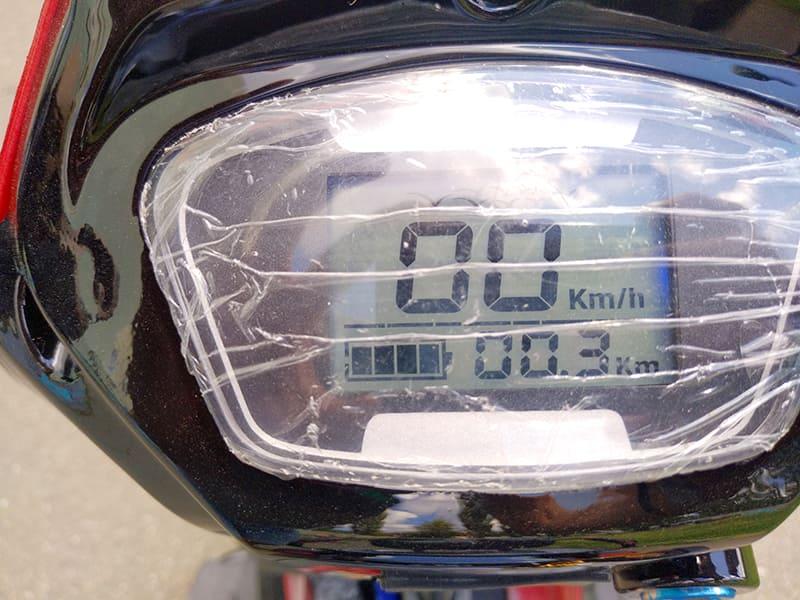 Информационный экран трехколесного электроскутера Electrowin ETB-122