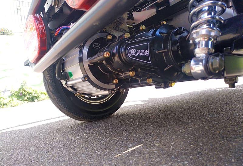 Электродвигатель и задний амортизатор электрического трицикла Electrowin ETB-122