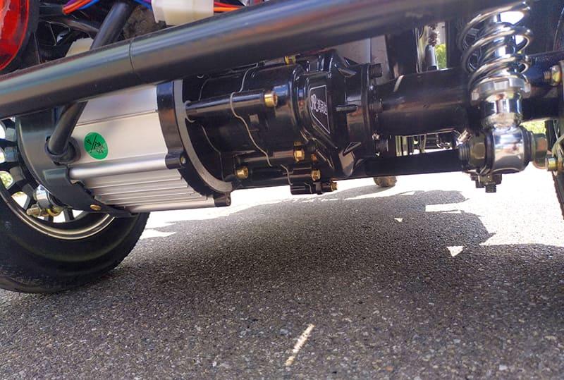 Электродвигатель и задний амортизатор электротрицикла Electrowin ETB-122