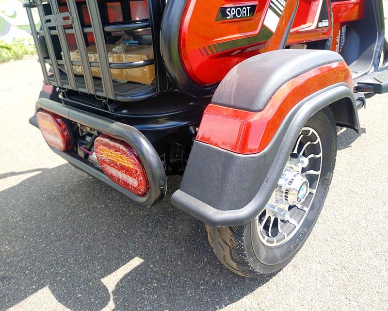 Заднее колесо и элемент багажника трехколесного электроскутера Electrowin ETB-122