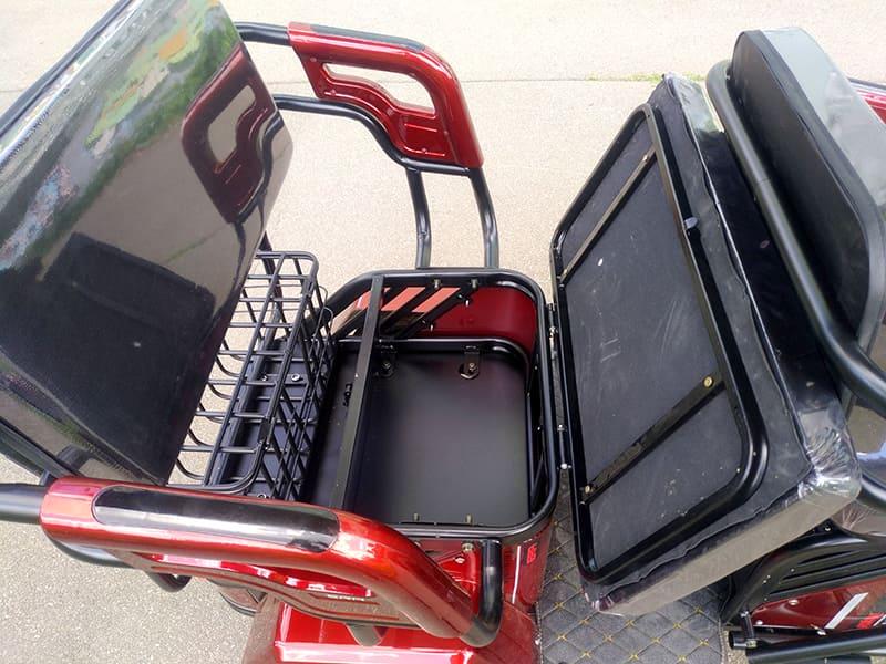Electrowin TES-121, багажник под задним пассажирским креслом, крупный план